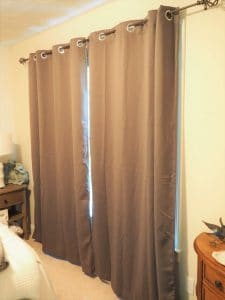 closed curtains for soundproofing
